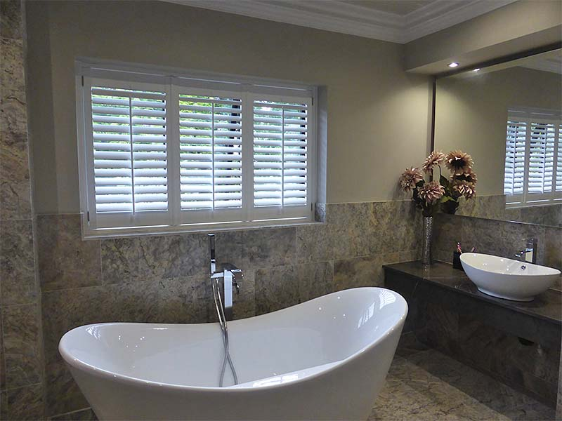 Bathroom shutters perfect shutters - Plantation shutters for bathroom ...