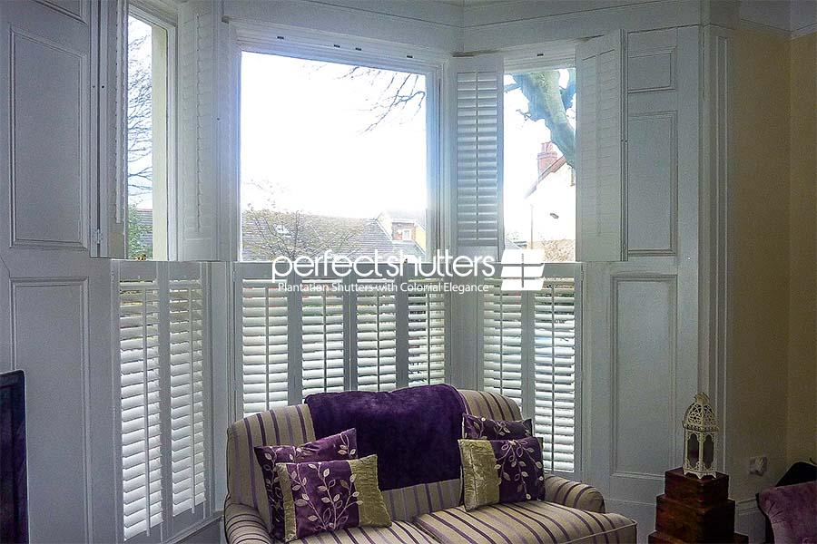 Bay window shutters on two tiers